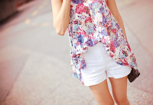 clothes-fashion-high-low-shirt-white-shorts